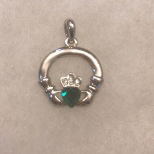 Jewelry - ☘️Emerald Irish Claddagh☘️